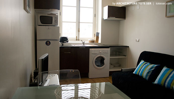 Kitchenette do apartamento T2 no Chiado, Lisboa