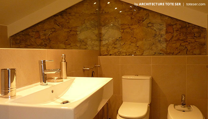 Bathroom of the 1 bedroom apartment in Lapa, Lisbon