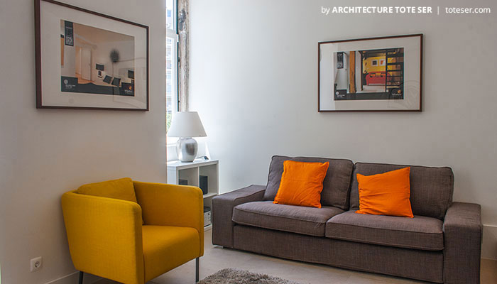 Living room of the 2 bedroom apartment in Lapa, Lisbon