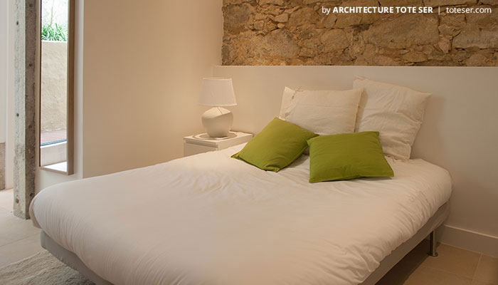 Bedroom of the 2 bedroom apartment in Lapa, Lisbon